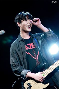 Read Fotos extras de Young K from the story Conoce a by with 596 reads. Korean Bands, South Korean Boy Band, K Pop, Young K Day6, Kim Wonpil, K Wallpaper, Galaxy Wallpaper, Young Ones, Lineup