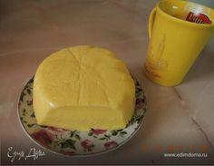 Домашний твердый сыр. Ингредиенты: творог, молоко, сода