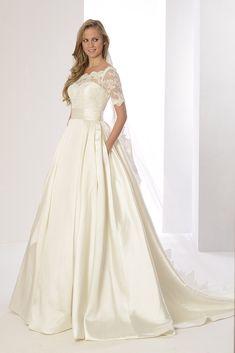 f70e98cfd Estilo y elegancia en el vestido de novia Priscila de  innovias en alquiler  http