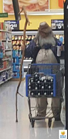 People Of Walmart - Funny Pictures of People Shopping at Walmart Meanwhile In Walmart, Only At Walmart, People Of Walmart, Funny Walmart Pictures, Walmart Funny, Funny People Pictures, Walmart Shoppers, Walmart Stores, No Way Girl