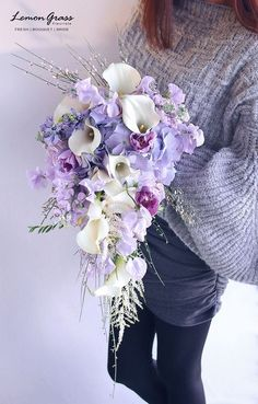 Prettiest Ideas for A Unique Spring Wedding-Perfect Wedding Guide Prettiest spring wedding ideas---Romantic cascading bouquets with calla lilies, hydrangeas and sweet peas, diy bridal bouquets that can save your money. Hydrangea Bouquet Wedding, Cascading Wedding Bouquets, Calla Lily Bouquet, Purple Bouquets, Cascade Bouquet, Purple Wedding Flowers, Bride Bouquets, Bridal Flowers, Calla Lilies