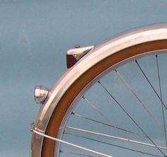 Boston Retro Wheelmen: Retrofitting a vintage bicycle taillight with a modern LED