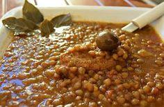 Ελληνικές συνταγές για νόστιμο, υγιεινό και οικονομικό φαγητό. Δοκιμάστε τες όλες Legumes Recipe, Greek Recipes, Chana Masala, Kitchen Design, Recipies, Appetizers, Food And Drink, Cooking Recipes, Vegetarian