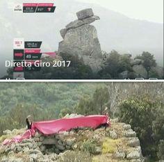 Nunnale - Orune. Sandra Porcu e Bustiana Murreddu danno il benvenuto al Giro d'Italia dal monumento dell' Uomo di Pietra, custode del Nuraghe di Nunnale.