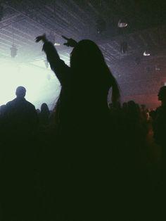 Imagem de girl, grunge, and concert Young Wild Free, Wild And Free, Melanie Martinez Style, Tmblr Girl, Rafael Miller, Good Vibe, Bild Tattoos, Grunge Photography, Teenage Dream