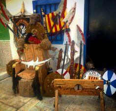 Trono de la escuadra de salvajes en las fiestas del medievo villena Painting, Art, Savages, Fiestas, Art Background, Painting Art, Kunst, Paintings, Performing Arts