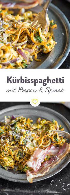 Kürbisspaghetti mit frischem Spinat, krossem Bacon und cremigem Mascarpone. Macht eine Ladung an Geschmack zu der man nur ja sagen kann!