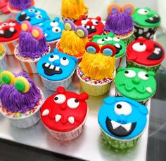 Cupcakes for monster theme party Monkey First Birthday, Little Monster Birthday, Second Birthday Ideas, Monster Birthday Parties, Birthday Party Themes, Girl Birthday, Monster High Party, Monster Cupcakes, Party Central