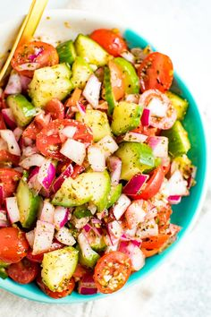 A fresh and easy cucumber and tomato salad for summer with red onion, red wine vinegar and Italianseasoning. Refreshing, delicious and super fast to toss together.