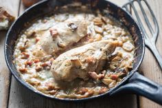 Chicken with Mushrooms and Bacon Creamy Mushroom Chicken, White Chicken Chili, Grilled Hamburger Recipes, Chicken Recipes, Turkey Recipes, Italian Sausage Pasta, Potato Bites, Stuffed Mushrooms, Stuffed Peppers