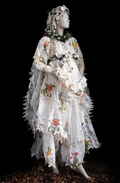 FLORE, 1480  Paper costume of Flora, allegorical figure of the painting The Spring of Sandro Botticelli (1480, Gallery of Uffizi, Firenze).  Created in 2007.  Dimensions : 68 cm x 64 cm x 189 cm.    Photo : René Stoeltie.