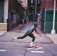 Where my board at? Aesthetic Photo, Aesthetic Pictures, Aesthetic Fashion, Urban Aesthetic, Skate Photos, Skater Boys, Doja Cat, Skate Style, Aesthetic People
