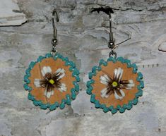 Flower Porcupine Quillwork Earrings on Birch Bark with Turquoise Beads, Native American Style, Dangl Native Beading Patterns, Beadwork Designs, Beaded Earrings Patterns, Seed Bead Patterns, Native Beadwork, Seed Bead Earrings, Seed Beads, Native American Beading, Native American Fashion