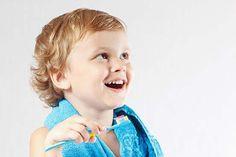 Hvert femte barn oplever at få en tandskade, som fører til protese. Men det er slet ikke nødvendigt, hvis man ved, hvordan man skal håndterer tandskader.