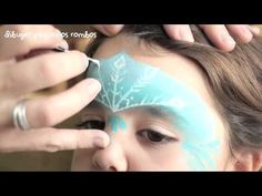Pintacaras de Elsa de Frozen// Elsa Frozen Facepainting - YouTube