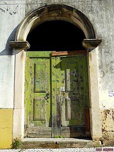 Door in Tomar-Portugal (Photo © Doors Portugal)