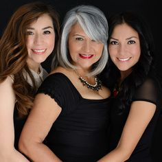 Black outfits, sesión de fotos madre e hija Studio Family Portraits, Family Portrait Poses, Family Picture Poses, Family Posing, Family Photos, Glamour Photography, Photography Poses, Family Photography, Mom Daughter Photography