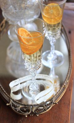 A recipe by Julia M Usher for a New Year's Eve champagne cocktail flavored with clementines. Cocktail Drinks, Cocktail Recipes, Orange Cocktail, Fancy Drinks, Beste Cocktails, Thanksgiving, Sweet Life, Wines, Party Time