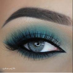 "Turquiose // Mink False Lashes are ""Voila Lash"" by @ESQIDO // Artist is An. #makeup #minklashes #falseeyelashes #makeup #inspiration #eyes #blueeyes #glam"