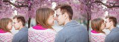 Love session in The Kings Garden among the cherry blossoms  kärlek, kärleksfotografering, fotograf, bröllop, bröllopsfotograf, Kungsträdgården, Stockholm, körsbärsblommor