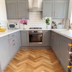 Grey Kitchen Designs, Kitchen Room Design, Home Decor Kitchen, Interior Design Kitchen, Wood Floor Kitchen, Kitchen Flooring, Kitchen Cabinets, Kitchens With Wood Floors, Small Modern Kitchens
