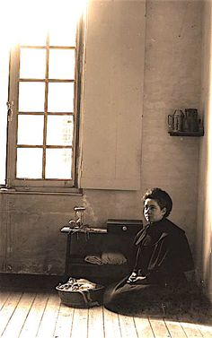 We see here Marie Guérin in the neighboring cell to Thérèse's second cell. Sainte Therese De Lisieux, Ste Therese, Santa Teresa, Catholic Saints, Religion, St Louis, Vintage Photos, Edith Stein, Spirituality