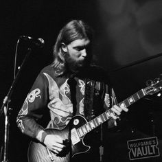 Duane Allman of the Allman Brothers Limited Edition Concert Photo @ Fillmore East (New York, NY) Jun 27, 1971. Taken by Joe Sia. http://www.wolfgangsvault.com/duane-allman/photography/limited-editions/FME710627-01-28A-A.html