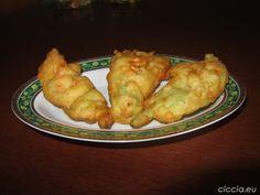 """<p>Le frittelle sono un'idea sfiziosa per un aperitivo, un'antipasto e sono ottime anche come secondo piatto.<br />In particolare le frittelle di fiori di zucca rappresentano una ricetta tradizionale napoletana molto gustosa e vengono comunemente chiamate con il nome di """"Pizzelle di sciurilli"""".<br />La ricetta è semplice e veloce e il risultato sono delle frittelle soffici e gonfie, saporite e profumate.</p>"""