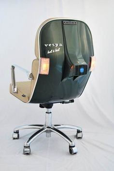 Vespa chair - this is pretty awesome! #Scooter #MotoLove