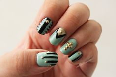 fumblrweed:  Colours used: Sally Hansen Green TeaWet n' Wild...