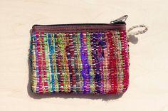 剛剛逛 Pinkoi,看到這個推薦給你:限量一件 手工編織零錢包 / 收納包 / 化妝包 / 雜物包 - 布條編織 + 手捻紗麗線 - https://www.pinkoi.com/product/7j83hmON