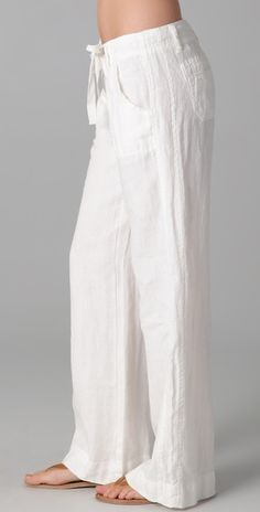white linen pants -- a staple in the summer- these go GREAT with the FER Convertible Scarf tied as a resort style tube top. Boho Outfits, Casual Outfits, Fashion Outfits, Linen Pants Outfit, Pants For Women, Clothes For Women, Stitching Dresses, Fashion Pants, Dress Patterns