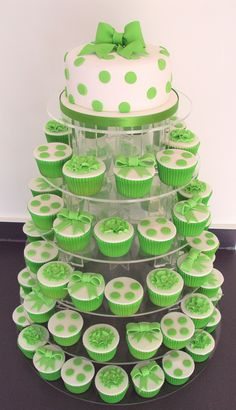 Searching something different idea for your wedding cupcake? How is this lime Green Polka Dot Wedding Cupcakes? Pretty Cakes, Cute Cakes, Beautiful Cakes, Amazing Cakes, Torta Angel, Polka Dot Cupcakes, Bar A Bonbon, Green Cake, Green Cupcakes