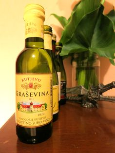 Grasevina (grashevina) fresh and light white wine produced in notrhern parts of Croatia traditionnaly drunk diluted with mineral water (2 thirds of wine and 1 third mineral water: gemišt (ghemished) with dinner