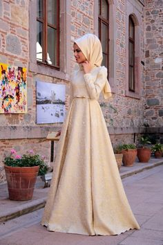 Golden Brocade Evening Dress to is to Source by fatihkrcn Hijab Prom Dress, Hijab Gown, Muslimah Wedding Dress, Hijab Evening Dress, Muslim Wedding Dresses, Muslim Dress, Prom Party Dresses, Dress Outfits, Evening Dresses