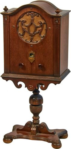 Sparton Junior Wood Cathedral Radio on Built-In Stand : Lot 669