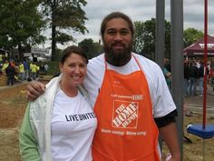 Michelle Rummel of United Way of Greater Cincinnati and Domata Peko of the Cincinnati Bengals team up to volunteer at the annual Hometown Huddle project. Samoan Men, High School Dropouts, Football Love, United Way, Cincinnati Bengals, One In A Million, Social Studies, Victorious, Nfl