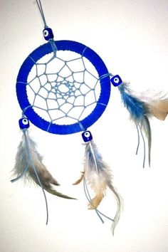 -Apanhador de sonhos; -Filtro dos sonhos; - Azul; - Penas; - Pedras de olhos gregos; - Raio = 12 cm