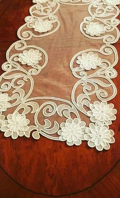 This post was discovered by Ne Crochet Flower Patterns, Crochet Flowers, Romanian Lace, Plaster Art, Burlap Table Runners, Point Lace, Satin Flowers, Gold Work, White Embroidery