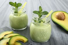 This Avocado Pear Smoothie is delicious! Added loose cup spinach, cup almond milk, apple, cup oat bran, 1 packet stevia for a complete breakfast smoothie! Avocado Smoothie, Best Smoothie, Smoothie Detox, Juice Smoothie, Smoothie Drinks, Healthy Smoothies, Healthy Drinks, Smoothie Recipes, Healthy Recipes