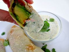 Baked avocado rolls in wanton wrappers. I love just about everything with avocad. Baked avocado rolls in wanton wrappers. I love just about everything with avocado in it! Yummy Appetizers, Healthy Snacks, Healthy Recipes, Avocado Roll, Baked Avocado, Avocado Wrap, A Food, Good Food, Recipes