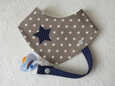 """Neckerchiefs - neckerchief with pacifier strap, """"taupe-dark blue"""" - a designer piece . Neckerchiefs – Neckerchief with pacifier strap, """"taupe-dark blue"""" – a unique product by Lisa-To Quilt Baby, Bandana Bib Pattern, Baby Tie, Toddler Bibs, Diy Bebe, Baby Accessoires, Baby Turban, Dummy Clips, Baby Sewing Projects"""