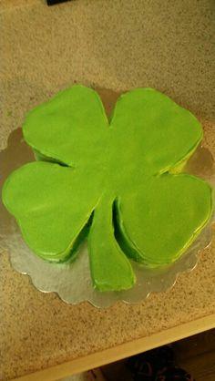 4 leaf clover cake
