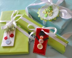 Make button and felt gift tags, can use as decoration after
