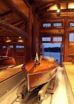🌟Tante S!fr@ loves this📌🌟capewolfe Riva Boot, Wooden Speed Boats, Boat Garage, Wooden Kayak, Classic Wooden Boats, Vintage Boats, Boat Building Plans, Cool Boats, Boat Stuff