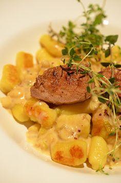 Ninas kleiner Food-Blog: Schweinemedaillons mit hausgemachten Gnocchi und A...