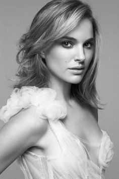 World of actresses: Natalie Portman sexy Hollywood actress model Natalie Portman, Most Beautiful Women, Beautiful People, Gorgeous Lady, Hello Gorgeous, Look Fashion, Fashion Beauty, Girl Fashion, Actrices Sexy