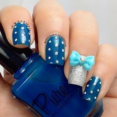 Blue bow nails