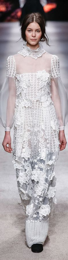 Alberta Ferretti - F 15 Runway Fashion, Fashion Show, Fashion Outfits, Couture Ideas, Glamour, Fall Winter 2015, Alberta Ferretti, White Fashion, Bohemian Style
