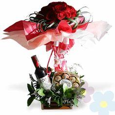 Arreglo de Rosas Nazim Flower Ideas, Red Wine, Flower Arrangements, Alcoholic Drinks, Presents, Flowers, Boyfriends, Rose Arrangements, Candy Arrangements